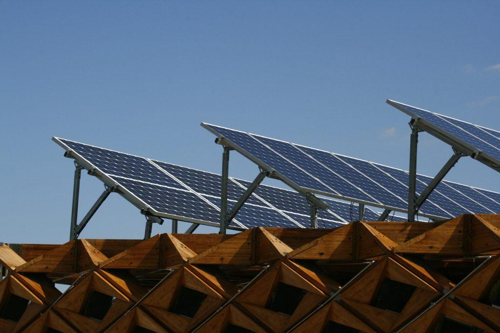Jak ustawić samodzielnie panele słoneczne w domu?