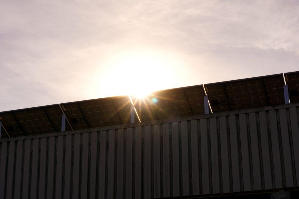 Jak założyć panele słoneczne w domu i zaoszczędzić tysiące?