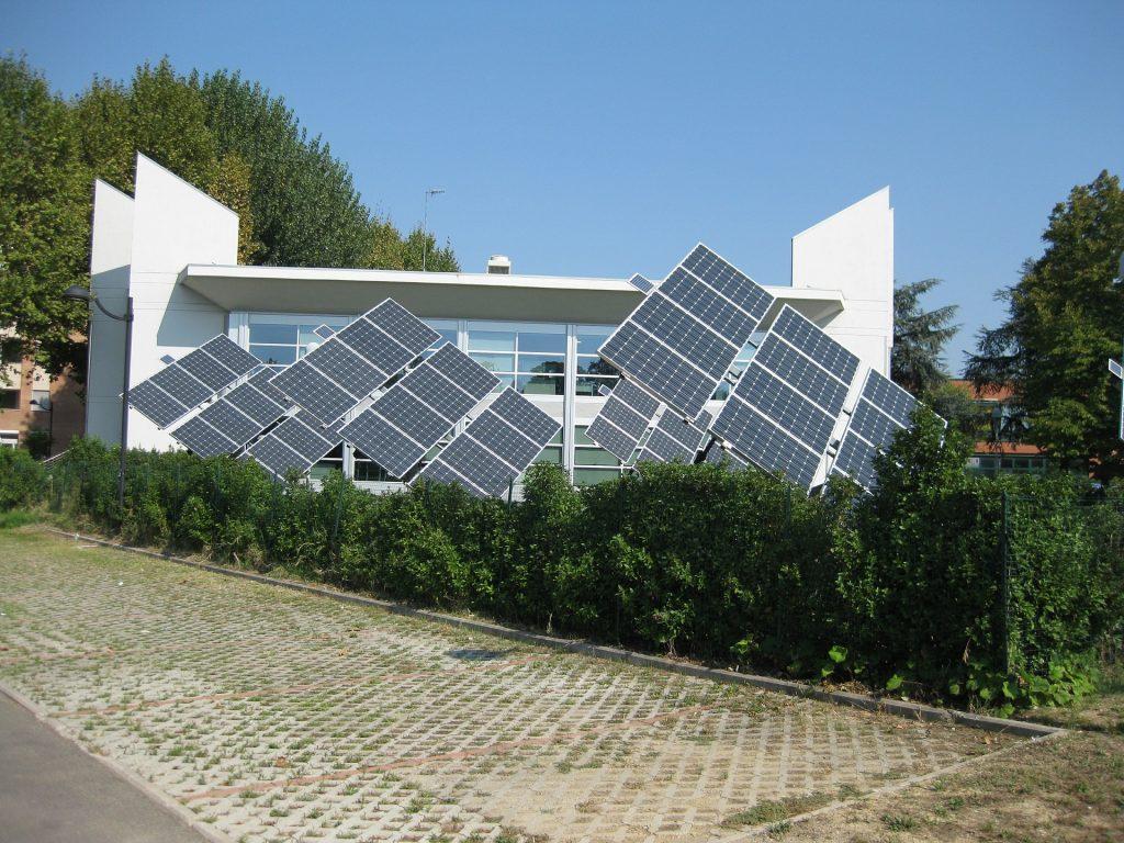 Jak zainstalować samodzielnie panele słoneczne w domu?